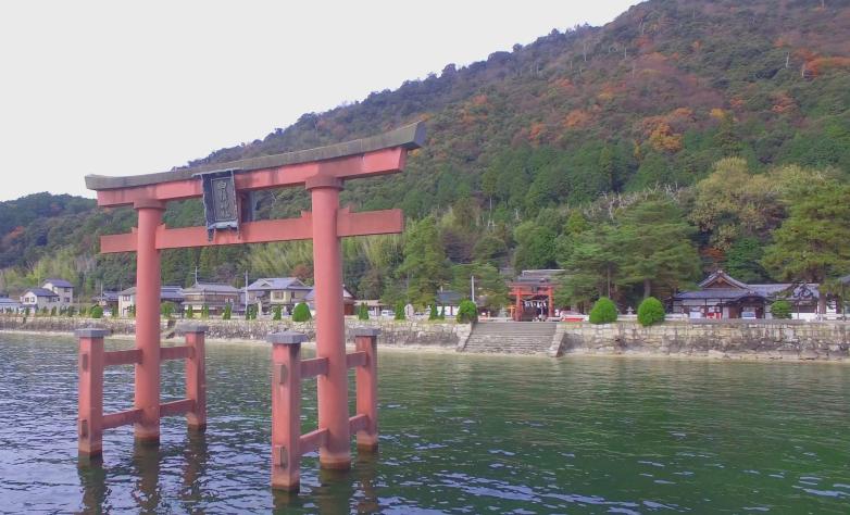 近江最古の大社 白鬚神社   当社は全国に祀られている白鬚(白髭・白髯)神社の総本宮と言われています。
